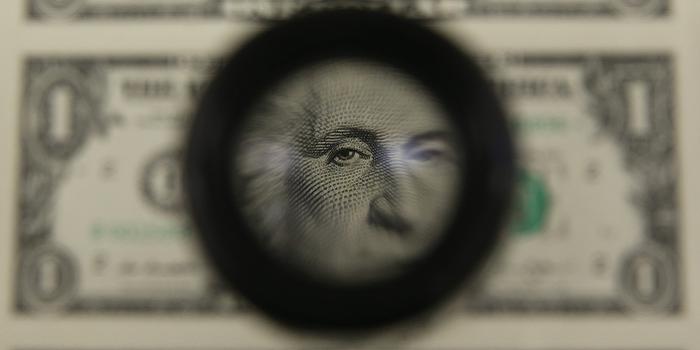 НБУ опустил официальный курс доллара и поднял курс евро