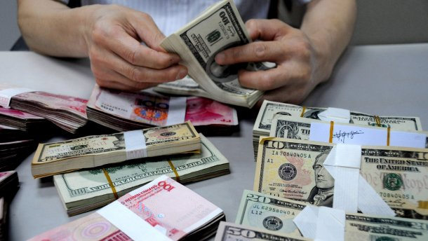 Украинские банки будут менять курс валют по несколько раз в день