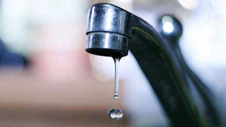В Крыму в доме 10000 человек уже месяц не подают питьевую воду, а тарифы существенно повысят