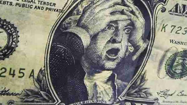 Украинцы избавляются от доллара