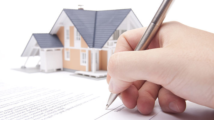 Налог на недвижимость введен так, чтобы депутаты и чиновники смогли его избежать – эксперт
