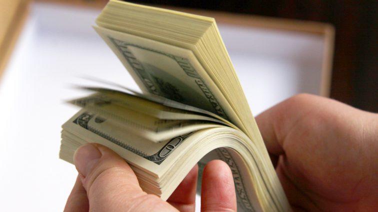 Со всех украинцев будут собирать налог за скрытые сбережения