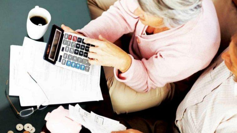 Порошенко окончательно снял налог на пенсии