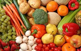 Вследствие холода и дождей подорожали летние овощи и фрукты