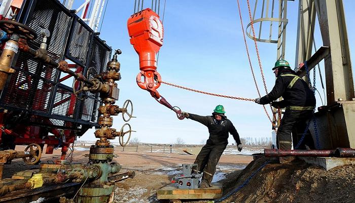 Нефть дешевеет из-за США и Британии