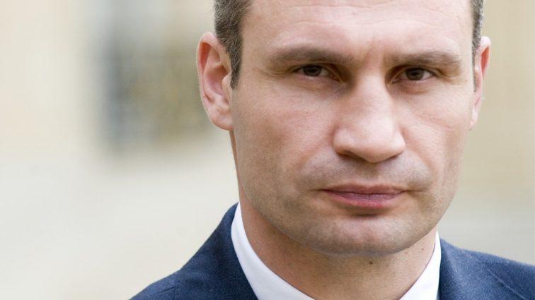 Виталий Кличко требует от АГУ четкой позиции по райсоветов