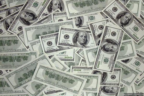 Нацбанк скупил рекордную сумму долларов