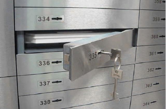 Известный банк просит освободить банковские ячейки в течение месяца