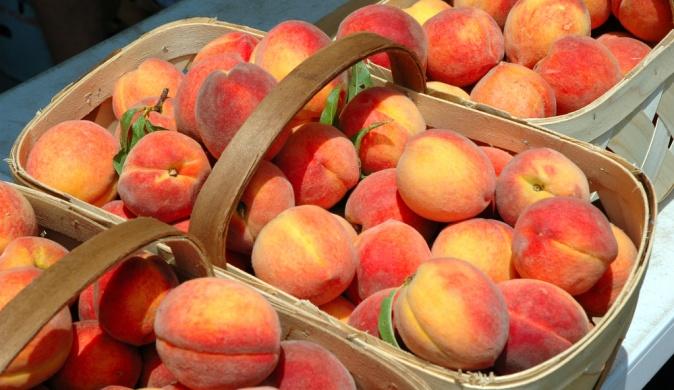 В Украине обнаружили зараженные персики из Польши