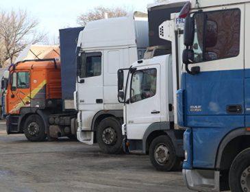 На российско-белорусской границе простаивают около 50 машин с украинскими грузами для Казахстана