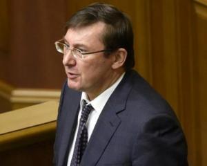Луценко будет просить ВР легализовать добычу янтаря