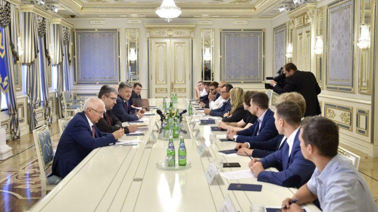 Порошенко: Обыски и «наезды» на ИТ-компании не приносят пользы репутации Украины в мире