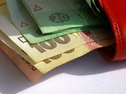 Кабмин планирует осенью повысить минимальную зарплату