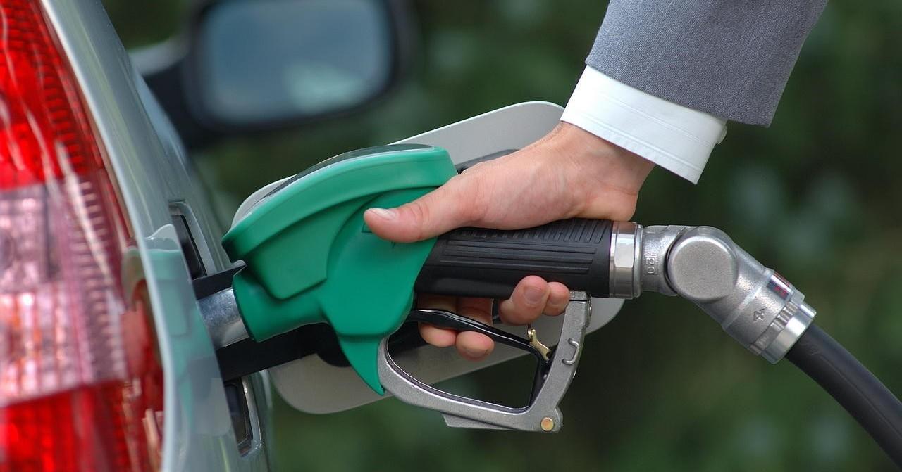 """Правительство России не будет регулировать цены на топливо"""""""