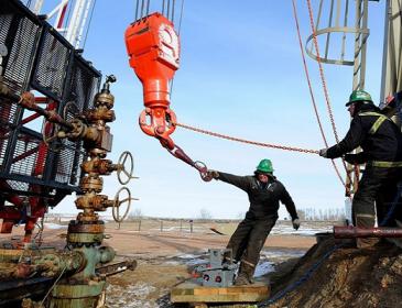 Цены на нефть вновь подбираются к $50