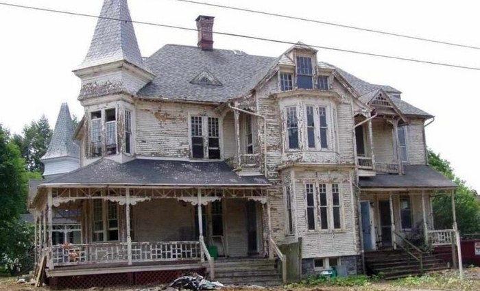 Старый дом назвали непригодным для жилья и подготовили к сносу. Но потом за него взялись реставраторы…