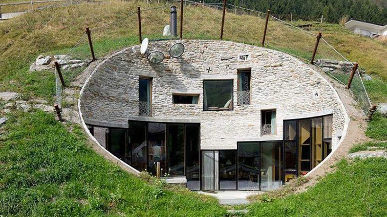 Уникальный дом, расположенный под землей.