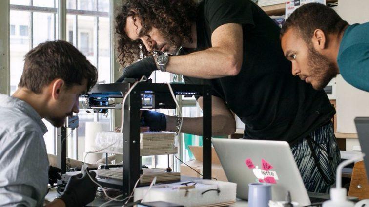 Во Франции создали первого в мире робота-татуировщика