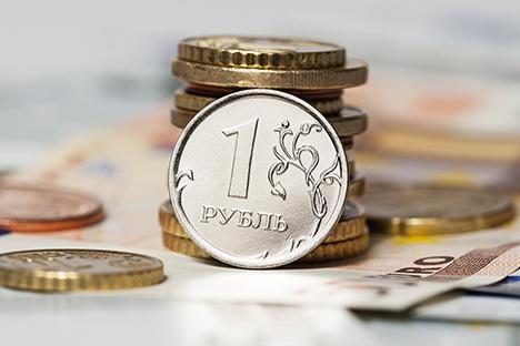 Россия сжигает «теневые» резервы, чтобы удержать рубль перед выборами