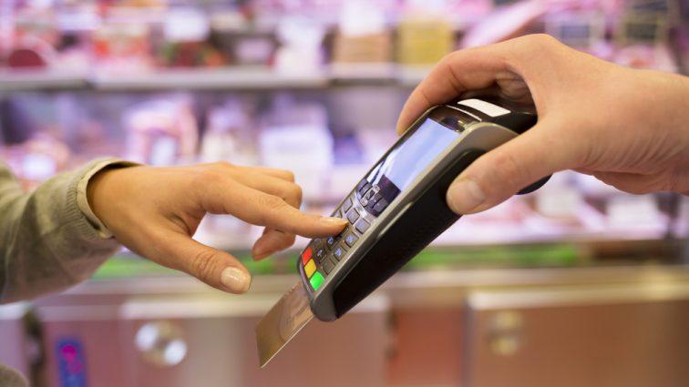 Украинцы чаще рассчитываются карточками