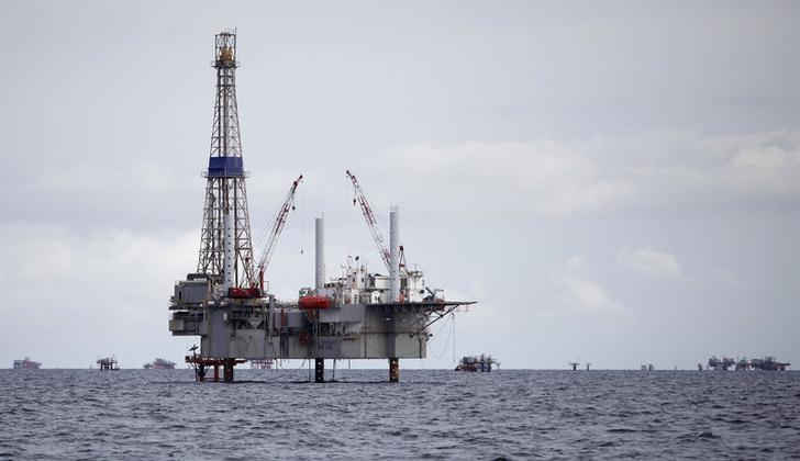 Цены на нефть растут, Brent приблизилась к $45 за баррель