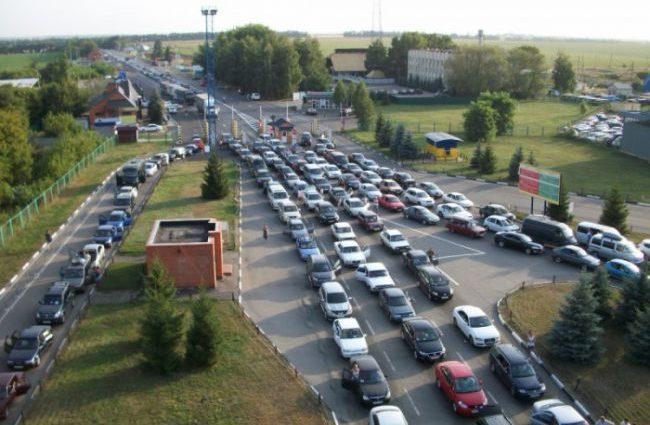 На границу с Польшей вернулись очереди – стоят 650 авто