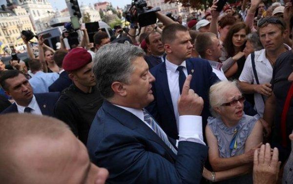 Порошенко пообещал вернуть вкладчикам «Михайловского» украденные средства, а замглавы Минфина ушел во Всемирный Банк(видео)