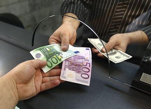 Fitch прогнозирует снижение курса гривни к доллару по итогам текущего года
