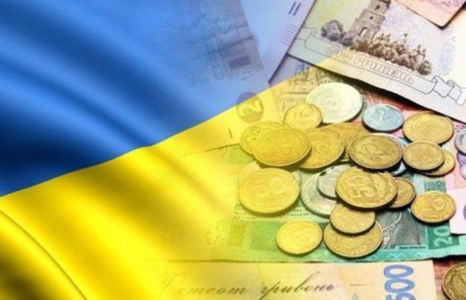 Сколько зарабатывали украинцы за последние 20 лет: инфографика
