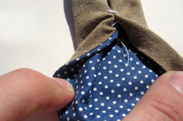 Если ты увидишь нитку на галстуке, не спеши ее срезать. Это очень важная деталь!
