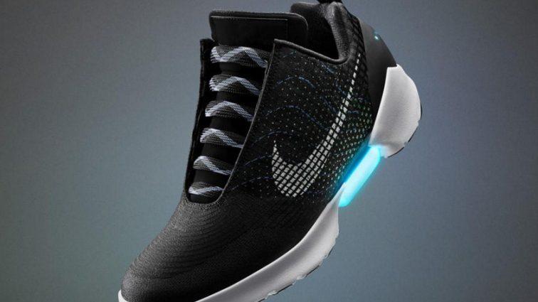 Кроссовки которые сами зашнуровуються уже скоро в продаже!