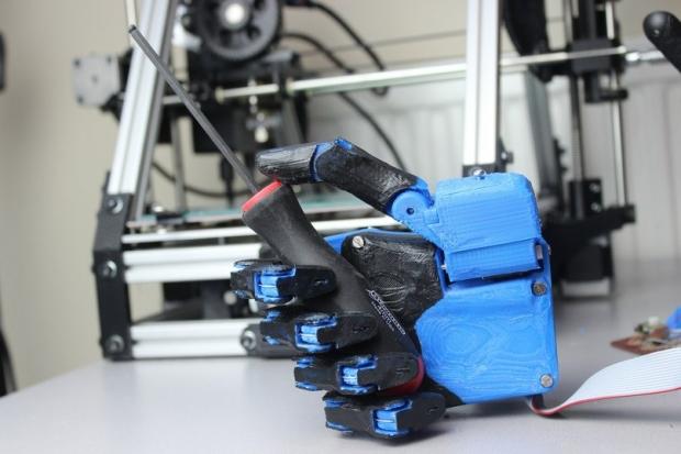 Роботов, наконец, научили шить одежду