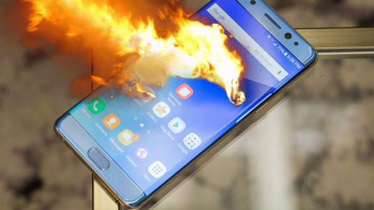 В США эвакуировали пассажирский самолет из-за смартфона Samsung