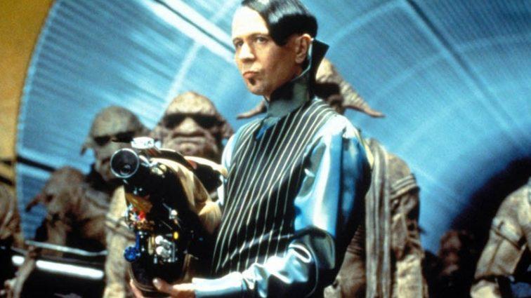 Адам Сэвидж создал бластер из фильма «Пятый элемент»