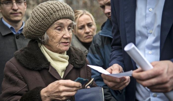 Украинцы получат меньше социальной помощи