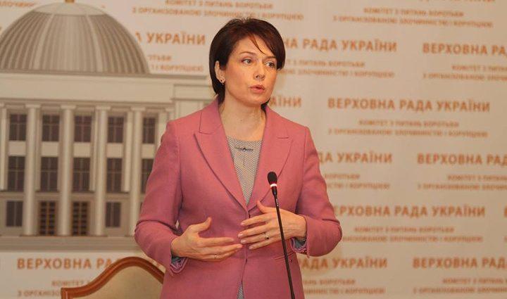 Минобразования: оклад учителя должен быть не меньше 10 тысяч гривен