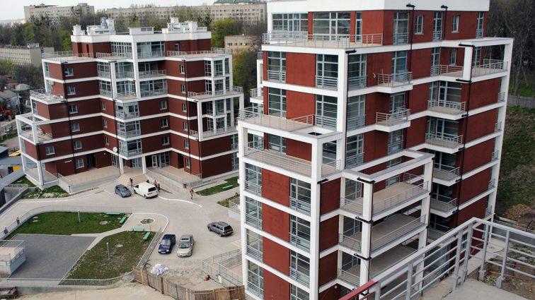 Скандал: Десятки тысяч покупателей квартир в новостройках рискуют остаться ни с чем