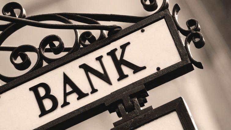 Доверие населения к банковской системе минимальноя: у людей на руках $100 млрд