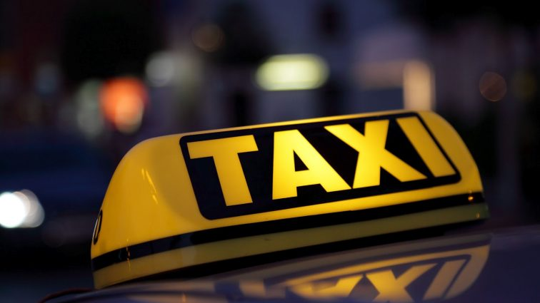 Таксистам хотят уменьшить размер платы за лицензию в 10 раз