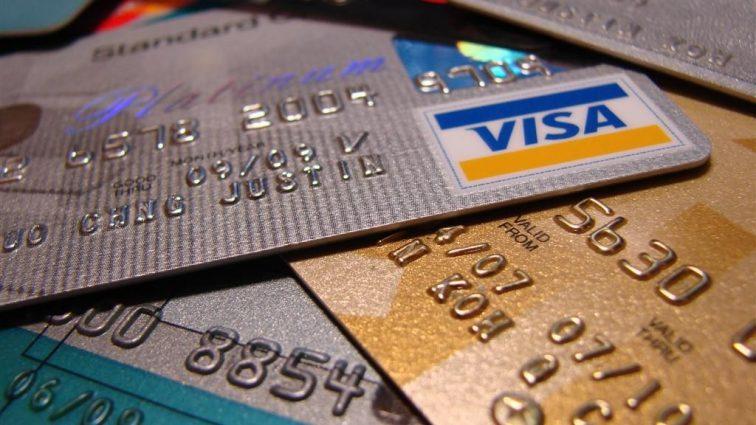 Банки будут снимать с украинцев деньги за любые операции по карте