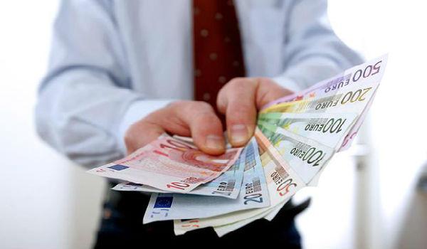 Украинцев уверяют, что их средняя заработная плата 8586 гривен