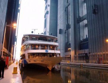 В Китае построили самый большой в мире лифт
