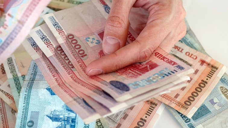 Белорусские банки приостановили отправку денег в Украину