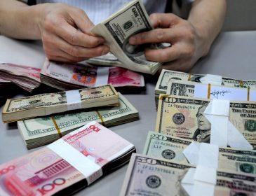 В октябре украинцы продали валюты больше, чем купили