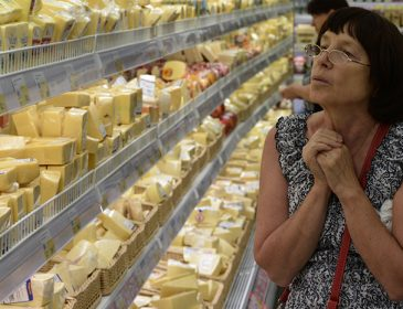 Украинцы массово жалуются на поддельную еду и плохую одежду