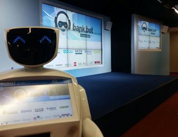 Банки продолжают нанимать сотрудников-роботов