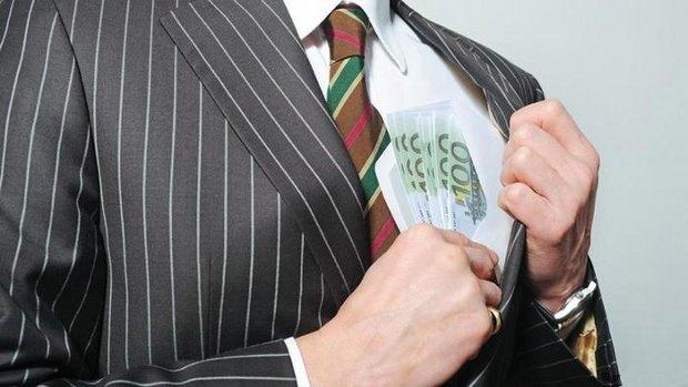 Во всем виновата коррупция! Украинцы назвали самые коррумпированные ведомства