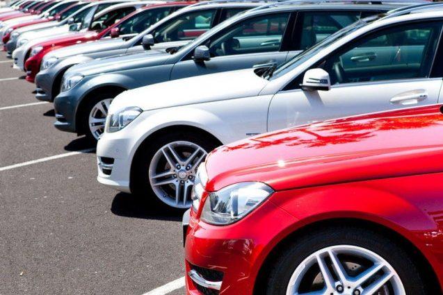 Украинцы ринулись покупать авто из-за нестабильного курса
