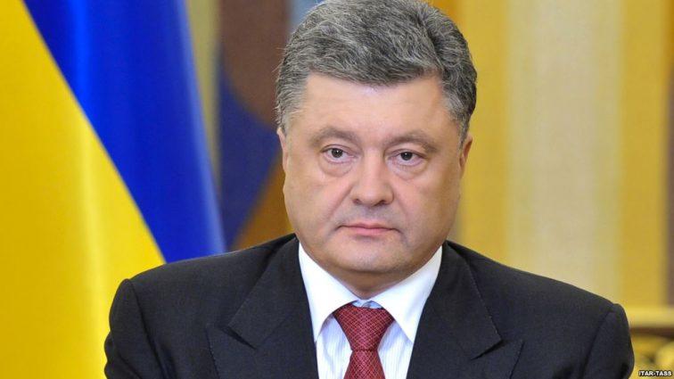 Порошенко написал письмо руководству «Ощадбанка» из-за комиссии на оплату коммуналки