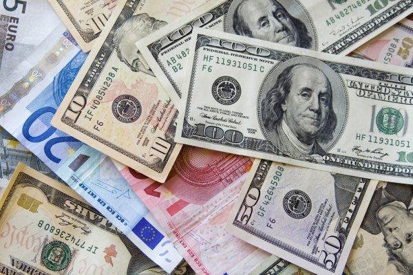 Эксперт рассказал о перспективах изменения курса основных валют в мире